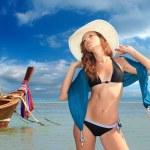 Beautiful woman on the beach. — Stock Photo #20099539