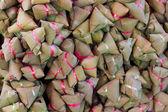 Gedämpfter reis teig mit süßen kokos-füllung. thai dessert. al — Stockfoto