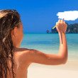 Ittle girl on a beautiful day at the beach — Stock Photo