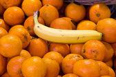 Fresh oranges on market — Stock Photo