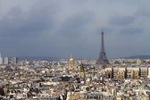 艾菲尔铁塔和巴黎的屋顶 — 图库照片