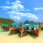 Boot in Phi Phi thailand — Stockfoto #24437811