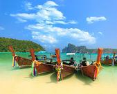 Barco em phi phi tailândia — Foto Stock