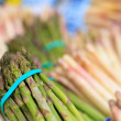 Fresh asparagus at the market - Stockfoto