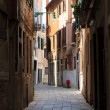 Foto Stock: Narrow street in Venice
