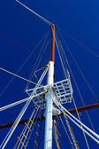Boat masts against a blue sky — Stock Photo