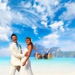 Young couple at their beach wedding — Foto Stock