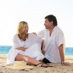 Mature couple on the beach — Stock Photo