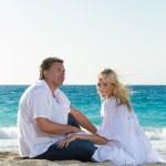 Happy mature couple on the beach — Stock Photo