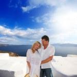 Couple enjoying the honeymoon in Santorini — Stock Photo
