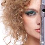 retrato de uma mulher tocando flauta — Foto Stock
