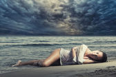 Woman on the beach — Stock fotografie