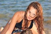 Miłości para na plaży — Zdjęcie stockowe