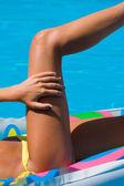 Donna in piscina — Foto Stock