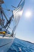 Barca a vela in mare in grecia — Foto Stock