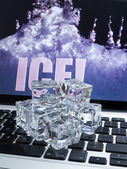 Ice cubes on computer keyboard — 图库照片