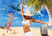 Mujer en la playa tropical — Foto de Stock