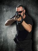 Disparar con las armas — Foto de Stock