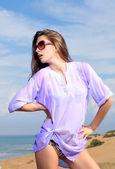 Woman on the beach — Stockfoto