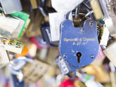 The thousands of locks of loving couples symbolize love forever. — Stock Photo