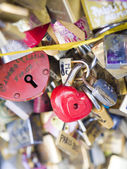 Love locks in Paris bridge symbol of friendship and romance — Stockfoto