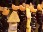Fruit skewer and chocolate — Stock Photo