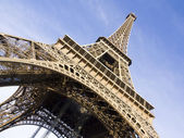 The Eiffel tower is one of the most recognizable landmarks in th — Stock Photo