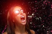 Mujer que llevaba gafas de sol — Foto de Stock