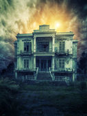 Ürkütücü eski ev — Stok fotoğraf