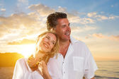 Newlywed happy young couple embracing enjoying ocean sunset — Stock Photo