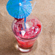 Fresh tropical cocktail on beautiful sunny beach — Stock Photo