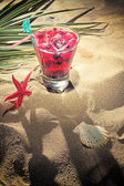 Raspberry cocktail on the sand  — Stockfoto