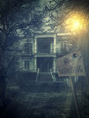 Old abandoned  Scary Haunted house — Stock Photo