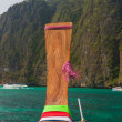 Longtail boat in the famous Maya bay of Phi-phi Leh island — Стоковое фото
