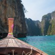 Longtail boat in the famous Maya bay of Phi-phi Leh island — Stock Photo #41809429