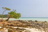 Bekijken op phi phi eiland strand — Stockfoto