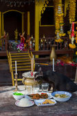 Cat eating at Buddhist temple — Stock Photo