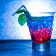 Layered cocktail with blue and red — 图库照片