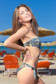 Vrouw op het strand — Stockfoto