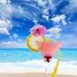 Martini cocktail at the beach — Stock Photo