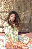 Mulher no salão de verão — Fotografia Stock