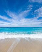 Wild beach of the island of Lefkas in Greece  — Stock Photo