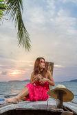 Modello asiatico sulla spiaggia — Foto Stock