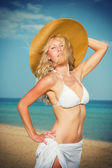 Woman in white bikini and straw hat  — Stock Photo
