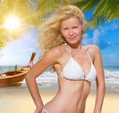 Young blonde woman on the beach — Stockfoto