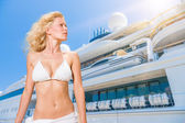Young woman posing is front of super yacht  — Stock Photo