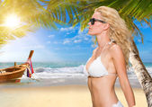 Young blonde woman on the beach — Stock Photo