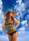 женщина с соломенной шляпе и корсет — Стоковое фото