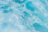 Wake in blue clear waters — Stock Photo
