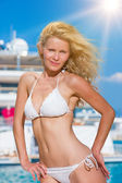 Young woman posing is front of super yacht — Стоковое фото